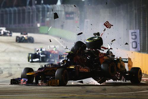 Schumacher embiste por detrás a Vergne en Singapur 2012