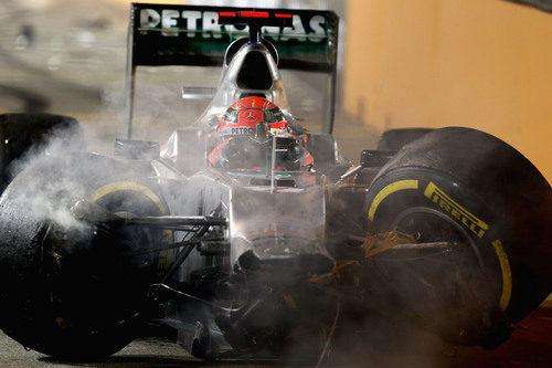 El coche de Michael Schumacher destrozado tras su choque en Singapur
