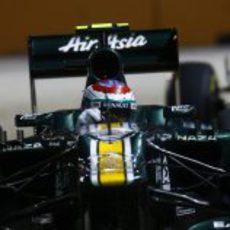 Vitaly Petrov rueda en el circuito de Marina Bay