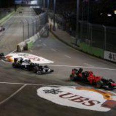 Timo Glock retiene a Bruno Senna