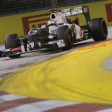 Kamui Kobayashi rueda en el Gran Premio de Singapur