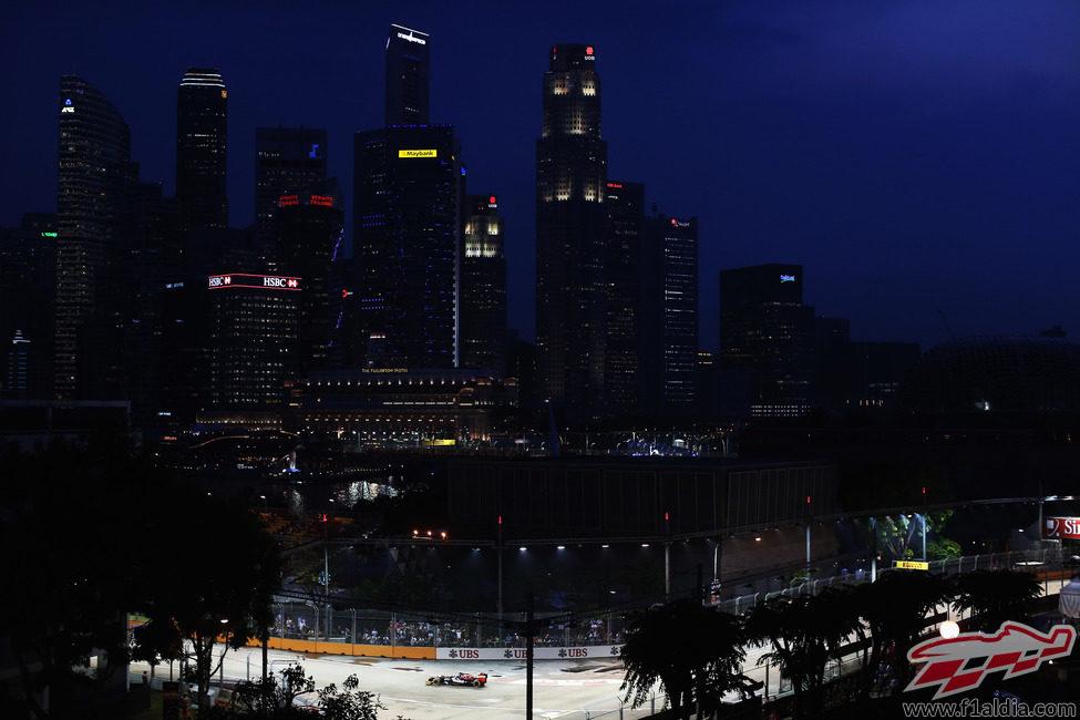 La noche cae en Singapur