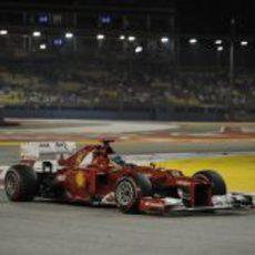 Fernando Alonso rueda con los superblandos en la clasificación de Singapur