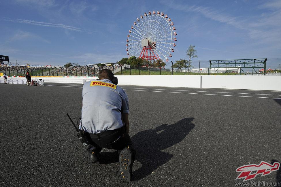 Pirelli comprueba la temperatura del asfalto en Suzuka