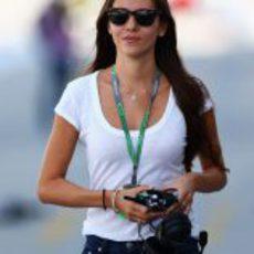 Jessica Michibata pasea por el 'paddock' de Suzuka 2012