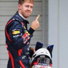 Vettel levanta su dedo tras la clasificación del GP de Japón 2012