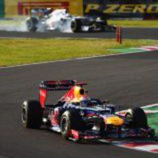 Kobayashi bloquea neumáticos en su persecución a Vettel