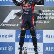 Vettel salta en el podio de Japón 2012