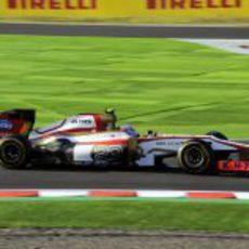Narain Karthikeyan rueda en la carrera de Japón 2012