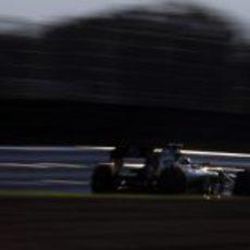 Vitaly Petrov avanza en el circuito de Suzuka