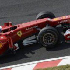 Fernando Alonso con su F2012 en Suzuka