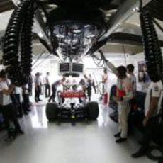 Interior del box de McLaren en Japón