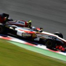 Narain Karthikeyan rueda en el Gran Premio de Japón