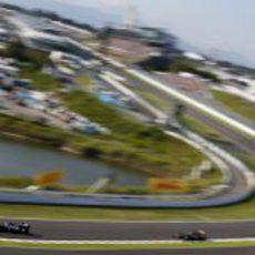 Pastor Maldonado surca la segunda curva