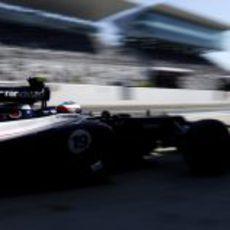 Valtteri Bottas regresa a boxes en Suzuka
