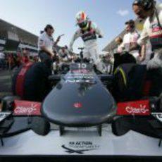 Sergio Pérez se sube al C31 en Suzuka