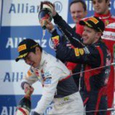 Sebastian Vettel moja a Kamui Kobayashi