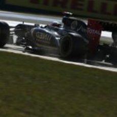 Kimi Räikkönen levantando polvo en los libres de Corea 2012