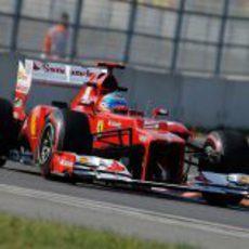 Fernando Alonso rueda en el circuito coreano de Yeongam