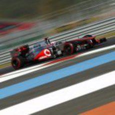 Jenson Button exprime el MP4-27 en el circuito de Yeongam