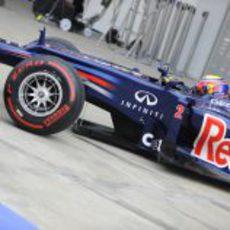 Mark Webber sale con los neumáticos superblandos en Corea