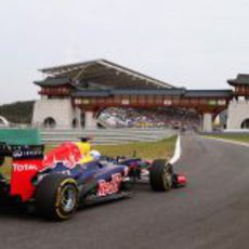 Sebastian Vettel en la entrada a boxes del circuito de Corea