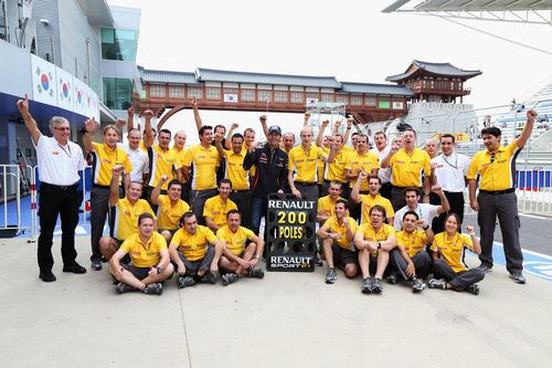 Renault celebra su pole número 200 en la F1 de la mano de Mark Webber