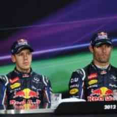 Mark Webber y Sebastian Vettel en la rueda de prensa