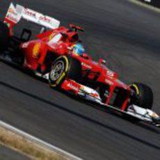 Fernando Alonso con el F2012 en el circuito de Corea