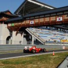 Felipe Massa regresa a boxes en el circuito de Corea