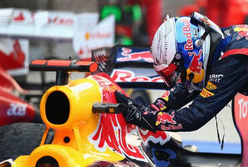 Sebastian Vettel acaricia su Red Bull en Corea
