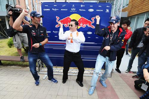 Vettel y Webber dándolo todo con PSY en Corea