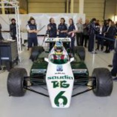 Bruno Senna se sube al FW08