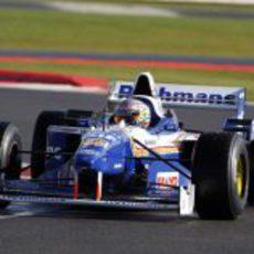 Pastor Maldonado al volante del FW18 en Silverstone
