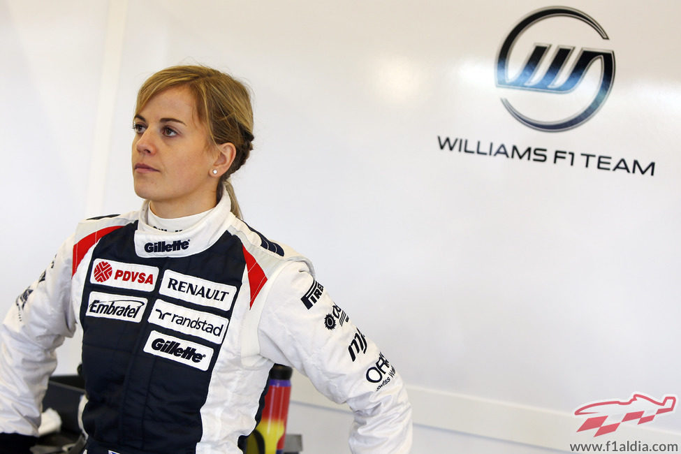 Susie Wolff en el box de Williams