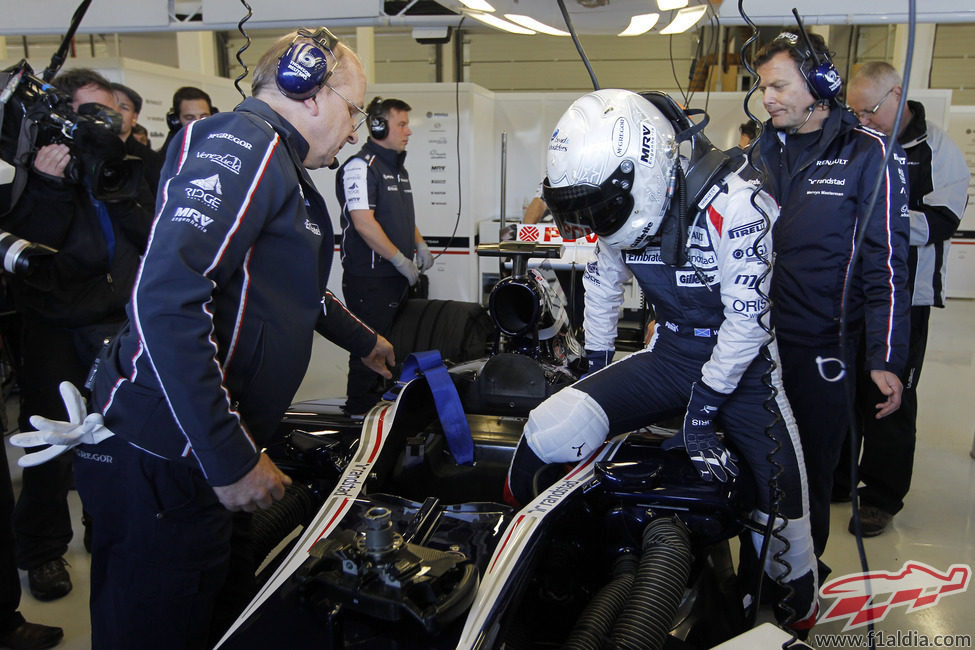 Susie Wolff entra en el Williams FW33