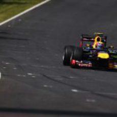 Mark Webber pilota el Red Bull en Suzuka