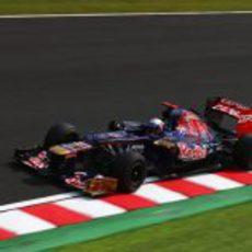 Daniel Ricciardo rueda con los duros en los Libres 3 del GP de Japón 2012