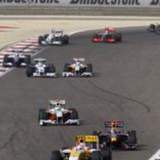 Piquet lidera el grupo trasero