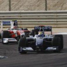 Rosberg rueda por delante de Glock