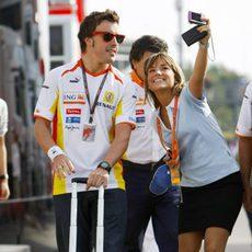 Alonso con un fan