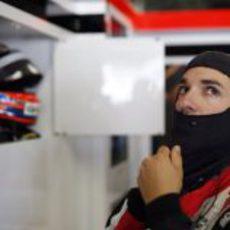 Timo Glock se prepara para salir a la pista de Suzuka