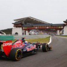 Daniel Ricciardo regresa a los boxes en el circuito de Yeongam