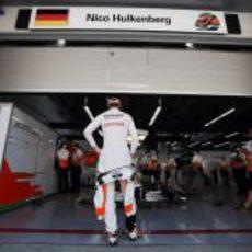 Nico Hülkenberg domina su box