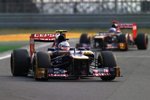 Vergne, por delante de Ricciardo durante la carrera de Corea