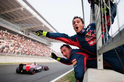 Los mecánicos de Toro Rosso celebran su gran resultado en Corea