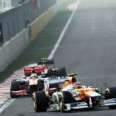Nico Hülkenberg supera a Lewis Hamilton