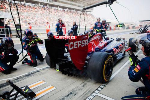 Parada en boxes en Toro Rosso para Daniel Ricciardo