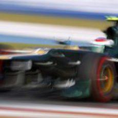 Vitaly Petrov prueba los neumáticos superblandos en Corea
