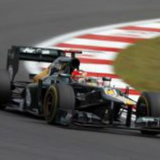 Heikki Kovalainen pilota con los neumáticos blandos en Corea